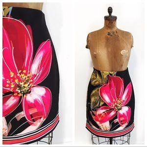 FRANK LYMAN stretch floral pencil skirt.